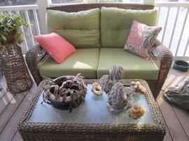 VERY NICE WICKER SET LOVESEAT AND COFFEE TABLE