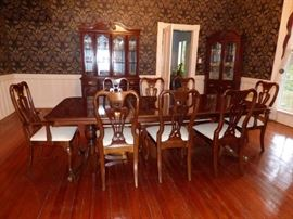 American Drew Dining Table with 8 chairs
