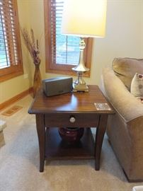 SQUARE END TABLE WITH DRAWER METAL TABLE LAMP