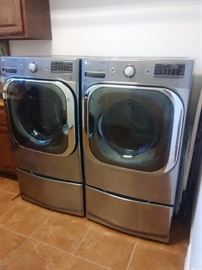 Great set of appliances! You will need to have someone with appliance dolly to pick these up.