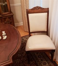Broyhill dining chairs, rug