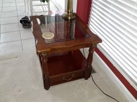 Coffee table / glass insert