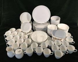 128 Pc. Centura Tableware by Corning       http://www.ctonlineauctions.com/detail.asp?id=763107