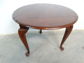 Drop Leaf Queen Anne Style End Table