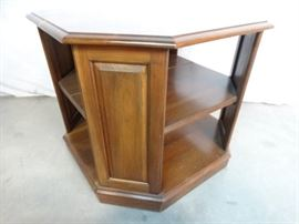 Early American Style End Table