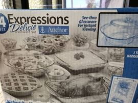 34pc Expressions Bakeware set by Anchor