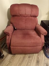 Wide seat electric recliner/lift chair