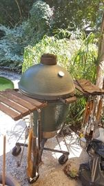 Big Green Egg size Large, a ceramic grill