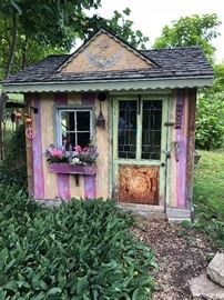 Tea house in yard for sale you move it....$1000