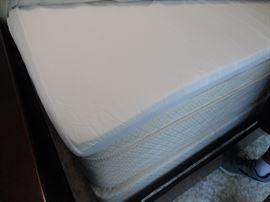 Queen size deluxe foam topper