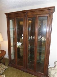 lighted mirrored display cabinet