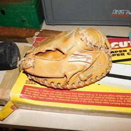 vintage Rawlings catchers mitt