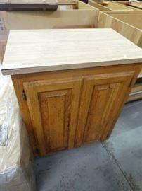 2 door cabinet w top