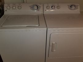 GE King Size Load Washer with 4 Wash/Spin cycles GE Super Capacity Dryer Fabric Care with 4 Heat Settings