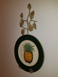 Welcome Pineapple with plate holder