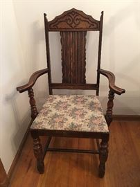 1930s - 40s Tiger Oak Draw-Leaf  Dining Table Chair