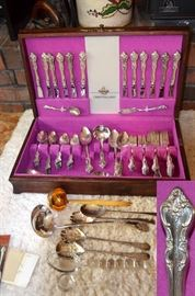 "International Deepsilver ""Orleans"" 70+ pcs silver-plate flatware"