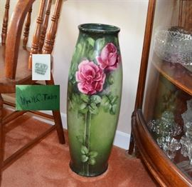 beautiful large Tressemann & Vogt (T&V) Limoges France hand painted & signed vase