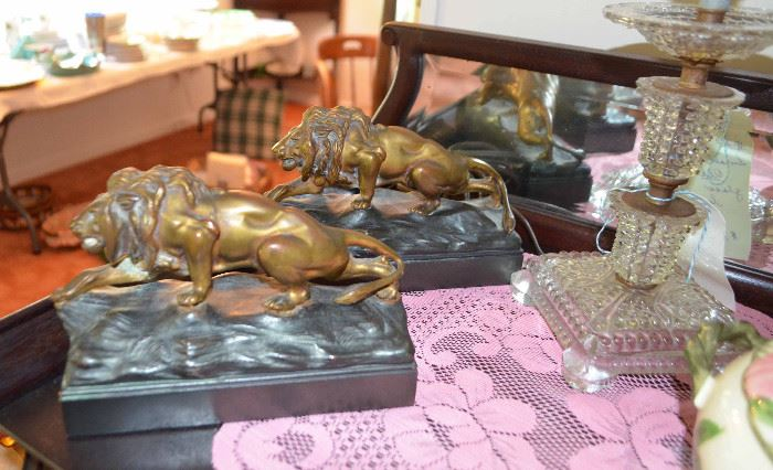 Jennings Brothers bronze stalking lion bookends; crystal lamp