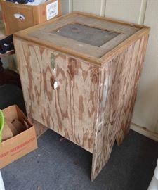 Cricket raising box