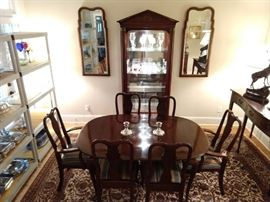 Ethan Allen mahogany dining table, with two leaves and pads, six chairs (2 arm, 4 side) Ethan Allen lighted mahogany curio cabinet, flanked by a pair of vintage Henredon wall mirrors.