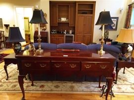 Ethan Allen three drawer sofa table, with a pair of brass candlestick lamps, with shades, finials.