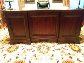 Handsome, yet it works, mahogany desk, by Flexsteel, Wynwood Collection.