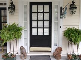 Very inviting front door entryway, with yummy Boston ferns, duo of vintage cast iron horse heads (very stubborn!) and old green steel planters, with dried hortensia - that's hydrangea to you.
