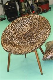 Vintage (1960s) animal print round chair