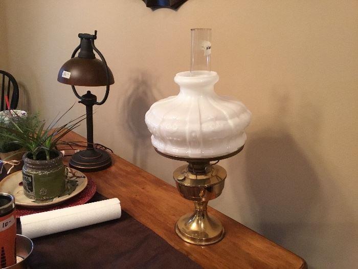 Aladdin lamp w/Aladdin chimney and shade