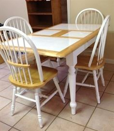 Kitchen Table - seats 6, all 6 chairs available