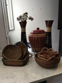 11 Piece Set of Bowls and Decor