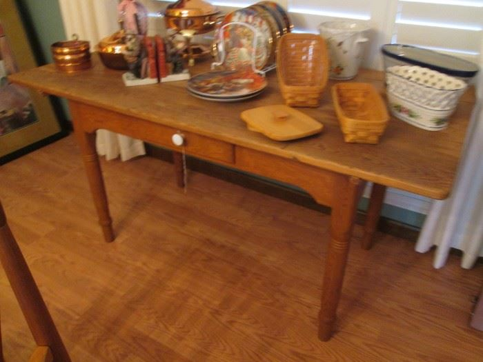 Wonderful Primitive Farm/Kitchen Accent Table with 1-drawer