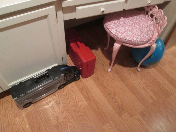 Pink Vanity Stool.  Plus a Black Tractor Carry-Case for Hot Wheels and Matchbox Cars