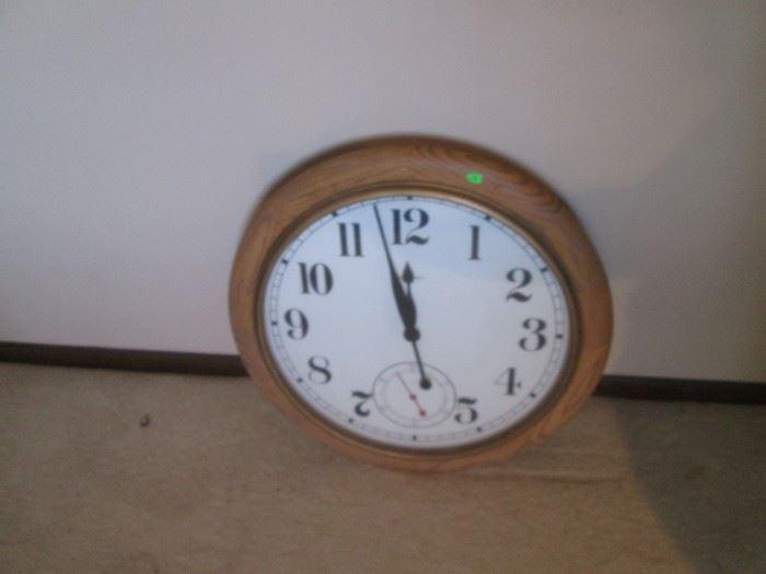 Howard Miller oak wall clock - runs