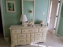 Bedroom set dresser and mirror
