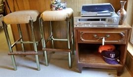 Budweiser beer steins, vintage bar glasses and tools Chrome bar stools (2) Toby mugs – decanters