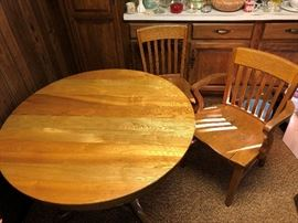 oak table comes with 6 leaves and 5 chairs
