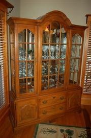 Very nice Thomasville china cabinet/hutch