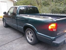 1998 GMC SONOMA. LESS THAN 100K MILES REALY NICE GARAGE KEPT TRUCK