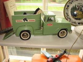 Vintage Tin Litho Tonka farms truck