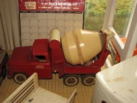 Vintage Tin Litho & Die Cast trucks including a cement mixer