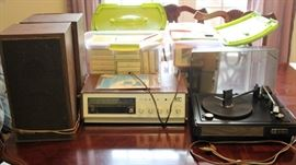 8 Track tape player with record player and speakers - Many 8 track tapes