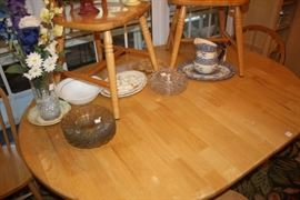 This table and six chairs are in the eating area and are in especially good condition.