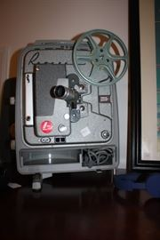 From the 1950' or 60's.  Old time reel to reel projector.  Been kept clean and rustless.  Has a cover to go with it. Made by Revere, Company