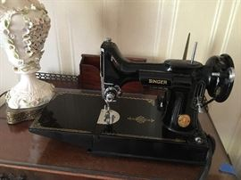 Singer Featherweight with case and accessories