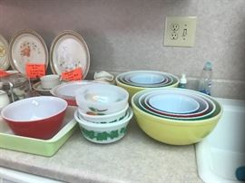2 complete sets of pyrex  bowls
