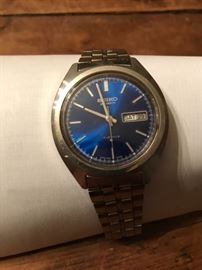 SEIKO man's watch with stainless steel band.