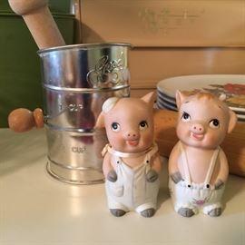 Cute piggy salt & pepper shakers