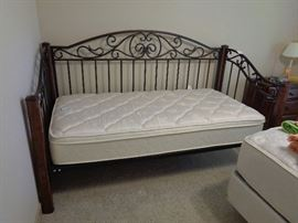 day bed, no trundle